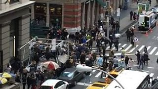 Wind Overturns Scaffolding in Lower Manhattan Injuring Five - Video