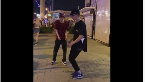 Crazy dance moves look like optical illusion