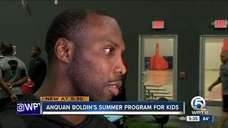 NFL star Anquan Boldin hosts youth summer camp - Video