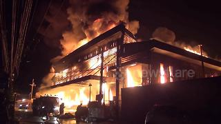 Thai workers run for their lives as massive fire engulfs industrial building - Video