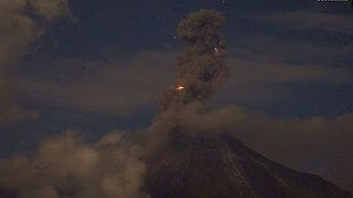Webcam Timelapse Captures Nightime Volcanic Eruption in Mexico - Video