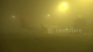 Heavy fog strands thousands at China's Chendgu airport - Video