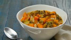 Slow Cooker Kale, Tomato, and White Bean Soup - Video