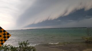 Jaw-dropping storm cloud rolls in over Lake Huron in Canada