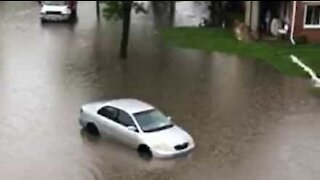 Flash floods overwhelm Illinois residents