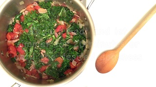 How to make provencale braised kale with bacon - Video
