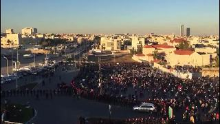 Crowd flees police in Jordan protest - Video