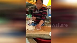 Chinese man nonchalantly slices up jelly noodles at speed with massive cleaver - Video