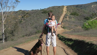 DAD MAKES OWN HIKING CHAIR FOR DAUGHTER - Video