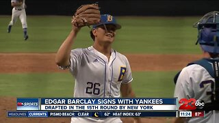 Edgar Barclay signs with the Yankees
