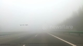 Expressway shut as thick smog chokes Beijing - Video