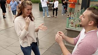 Woman is moved to tears by incredible magic trick proposal  - Video