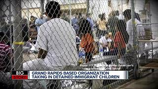 Trump reverses course, signs order to keep families together