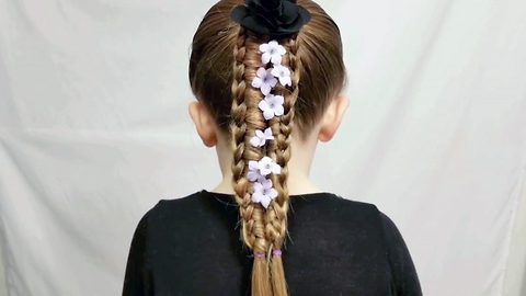 Single dad creates amazing hairstyles for his daughter