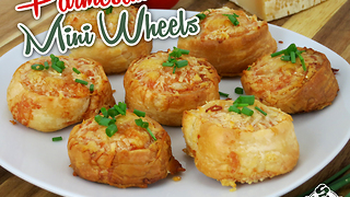 Parmesan mini wheels only require 3 ingredients - Video