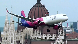 WizzAir Airbus performs incredibly low flyby - Video