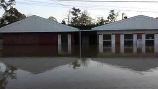 Flooding in Deweyville Prompts Mandatory Evacuations - Video