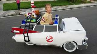 Kid Wins Halloween With Awesome Ghostbusters Costume - Video