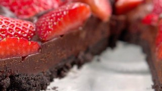 No-Bake Strawberry Chocolate Tart - Try it out!