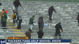 Packers fans help shovel snow - Video
