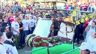 Russia builds world's biggest helicopter made of sausages - Video