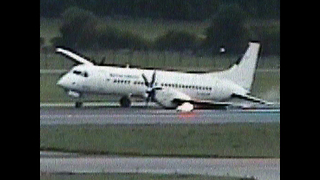 Plane Lands on 2 Wheels - Video