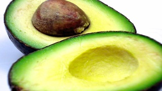 How to cut and peel an avocado in one minute - Video