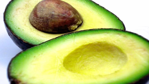 How to cut and peel an avocado in one minute