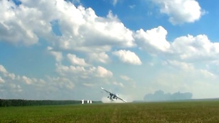 Pilot Executes An Incredibly Low Pass Flyby - Video