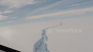 Huge iceberg breaks off in Antarctica - Video