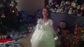 Christmas gift leaves 7-year-old absolutely speechless! - Video