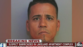 Suspect barricaded in Lakeland apartment complex - Video