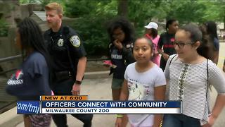 Milwaukee police building bonds with kids at the Milwaukee County Zoo - Video