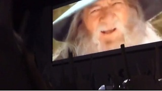 Hundreds of gamers sing in unison to popular Gandalf video - Video