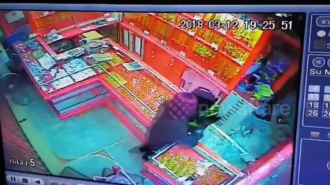 CCTV footage shows tourist attacking gold shop owner with metal bar