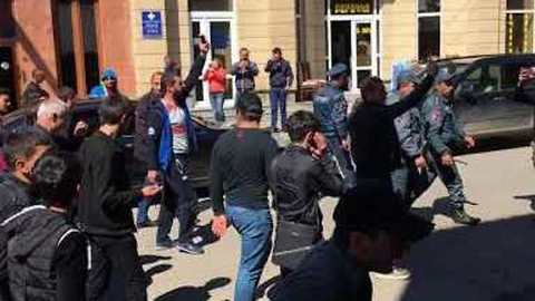 Residents of Resort Town of Sevan Join Protests Against Armenian Government