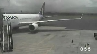 CCTV footage of teen stowaway exiting plane in Maui - Video