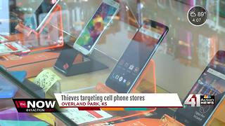 Officers trying to ID cell phone store thieves - Video