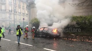 "Firefighters extinguish blazing car during Paris ""yellow vests"" protest - Video"