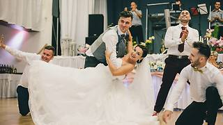 Surprise groomsmen dance totally shocks bride - Video