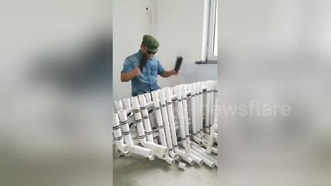 Plumber uses plastic pipes to play Chinese ballads