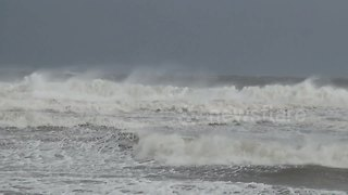 Latest band from Tropical Storm Gordon brings rough surf to Gulf Shores, Alabama - Video
