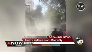 Powerful earthquake rocks Mexico City - Video