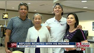 Refugee reunited with mother - Video