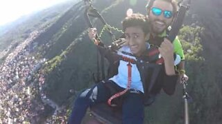 Hilarious reaction to a paragliding trip!