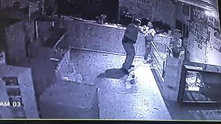 Surveillance video: Police officer fights for his life as burglar attacks - Video