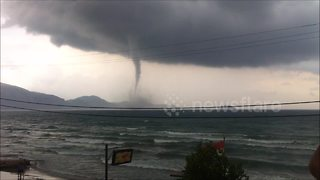Amazing waterspout captured on camera off coast of Greece - Video