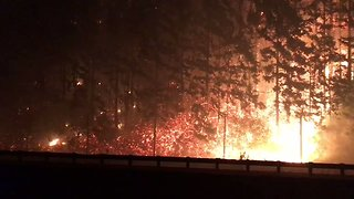 Eagle Creek Fire Spreads Into Washington Overnight - Video