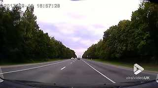 Head on crash on a highway - Video
