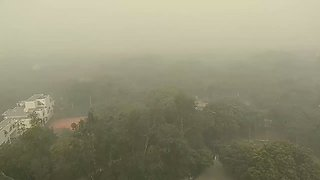 Smog Thickens Air in Delhi as Experts Warn of a New Spike - Video